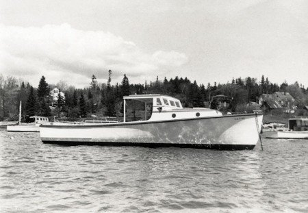 round portholes wolf-boat-SWHPL-11371-450x311.jpg