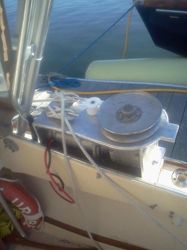 anchor winch 1.jpg