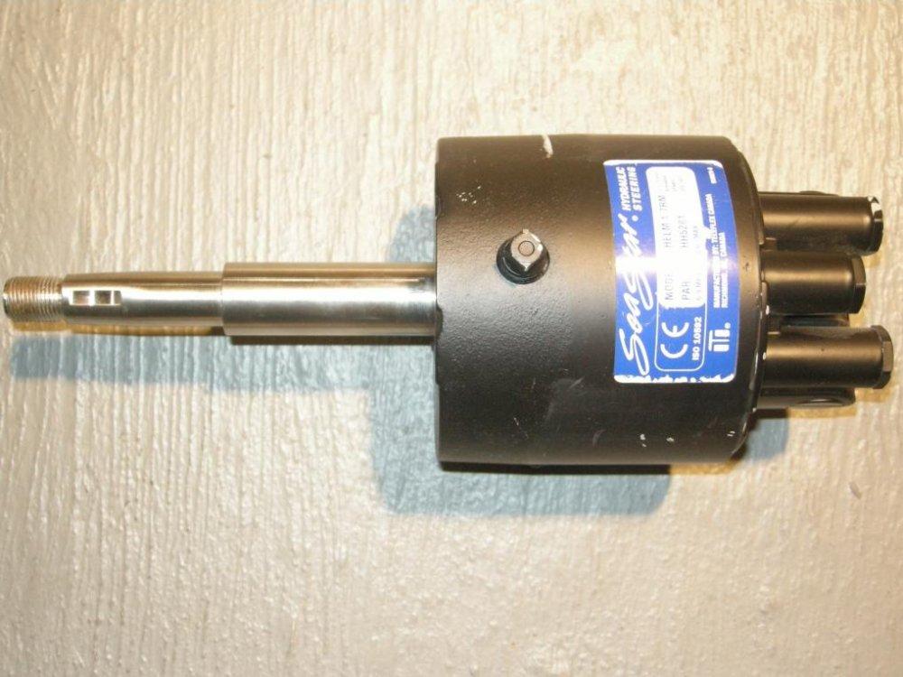 Helm pump.jpg